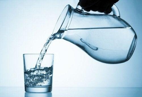 νερό, κανάτα- σημάδια ότι τα επίπεδα του σακχάρου στο αίμα σας είναι πολύ υψηλά