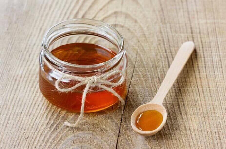 μέλι σε γυάλινο μπολακι