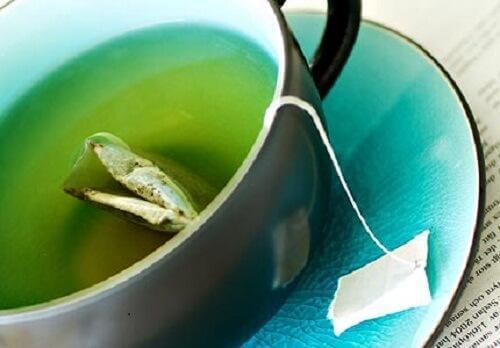 3 ροφήματα με πράσινο τσάι για να χάσετε εύκολα βάρος