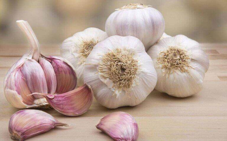 5 φυσικές θεραπείες για την κολπίτιδα, έγχυμα σκόρδου