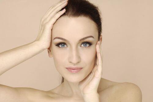 6 συμπτώματα στο πρόσωπό σας που δείχνουν ανεπάρκεια βιταμινών, χλωμό δέρμα