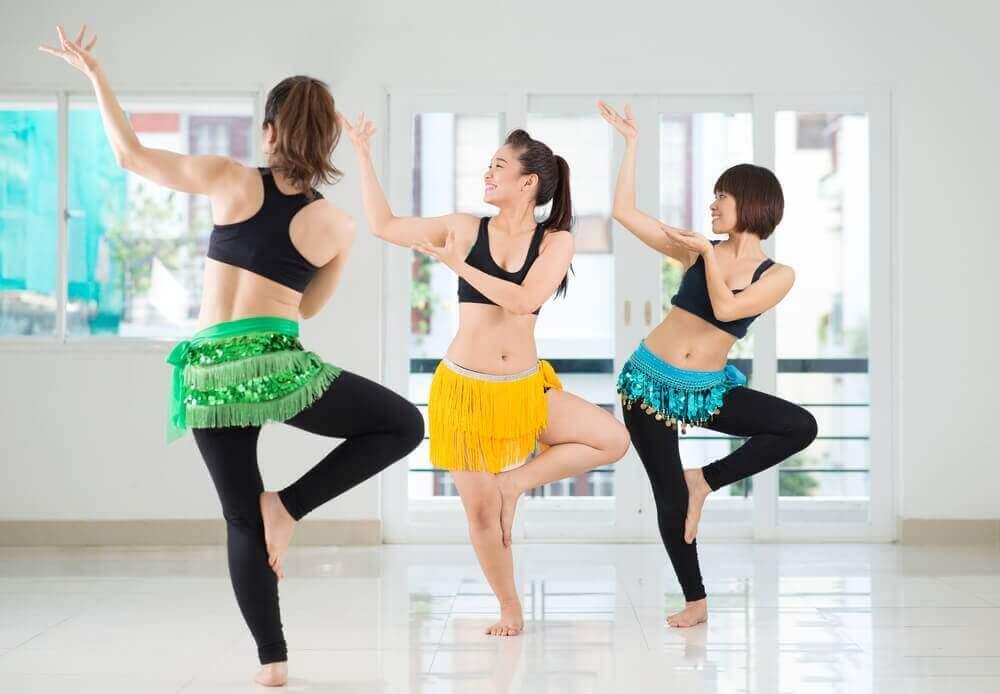 7 ασκήσεις για πιο αδύνατη μέση σε χρόνο μηδέν, χορός της κοιλιάς