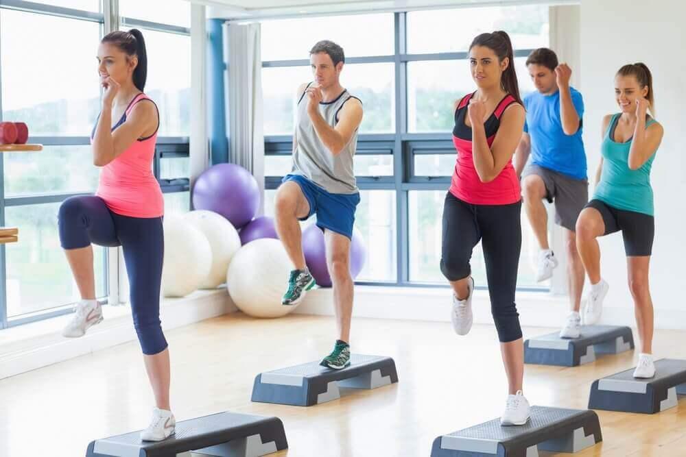 7 ασκήσεις για πιο αδύνατη μέση σε χρόνο μηδέν, γόνατα και αγκώνες