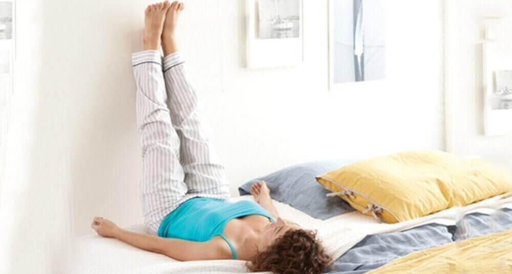 7 πράγματα που μπορείτε να κάνετε για ν' απαλλαγείτε από τον πόνο στη μέση, σηκώστε τα πόδια