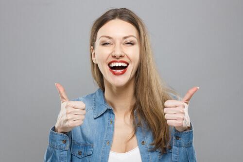 7 σημάδια που δείχνουν ότι είστε δυνατή προσωπικότητα, αισιοδοξία