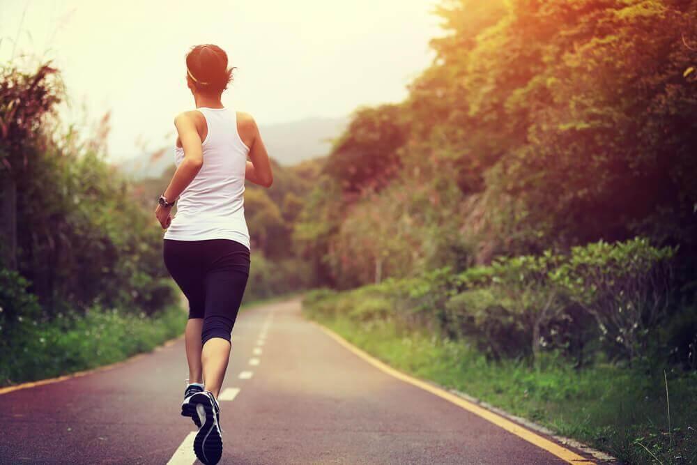 9 φυσικά, απλά και σπιτικά κόλπα για να βελτιώσετε τον υποθυρεοειδισμό, γυμναστική