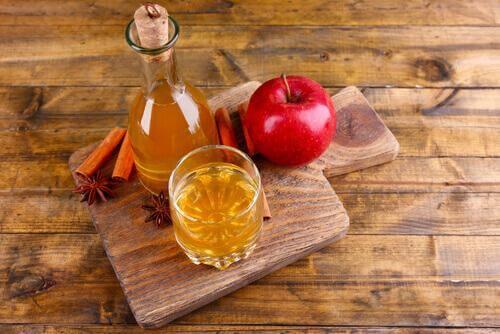 9 φυσικές θεραπείες για τη δυσοσμία του κόλπου, μηλόξυδο