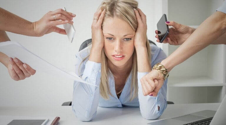γυναίκα με πολλές υποχρεώσεις, συμβουλές για τη βελτίωση της λειτουργίας του θυρεοειδούς