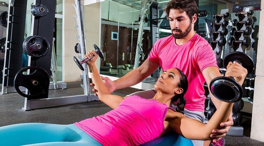 Ασκήσεις για να εξαφανίσετε το λίπος από τα μπράτσα, ανοίγματα