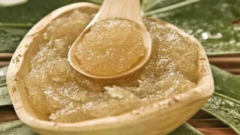 Ελαιόλαδο για το δέρμα - Λάδι με ζάχαρη σε μπολ