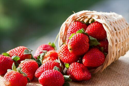 φράουλες σε καλάθι