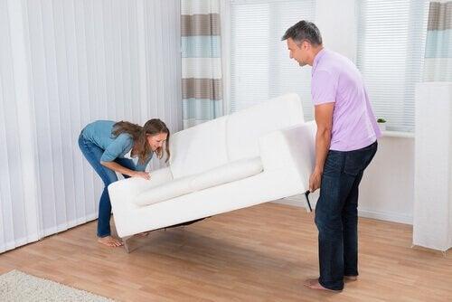 καλύτερη οργάνωση του σπιτιού καναπές