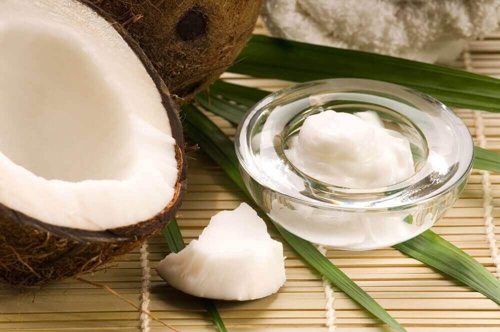 Καταπολεμήστε τα μαύρα σημάδια στον λαιμό με 5 φυσικές θεραπείες, μαγειρική σόδα, λάδι καρύδας