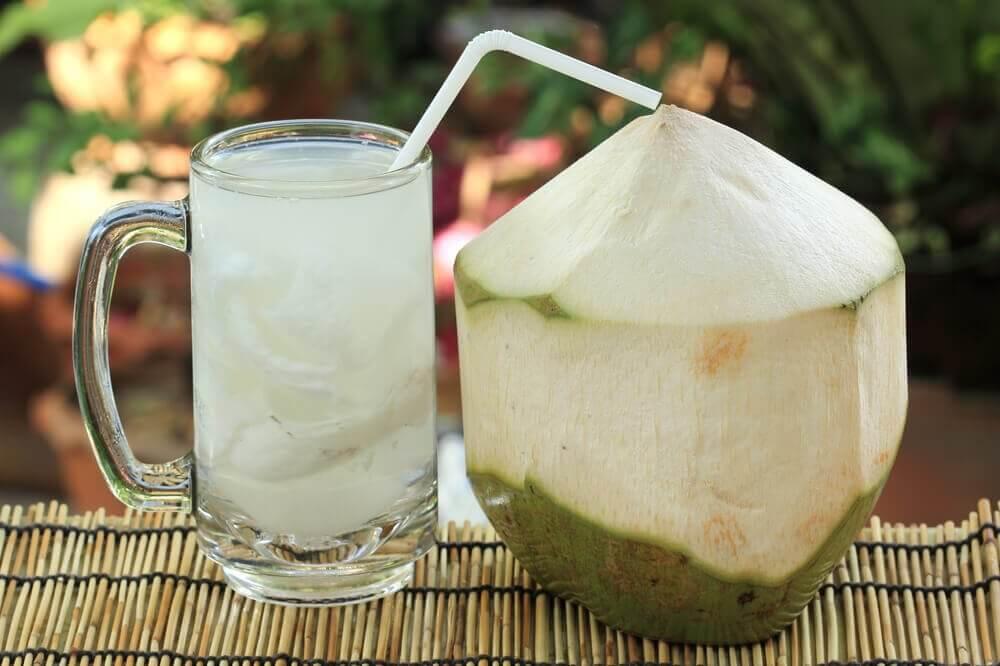 Θεραπείες για την κυστίτιδα με νερό καρύδας