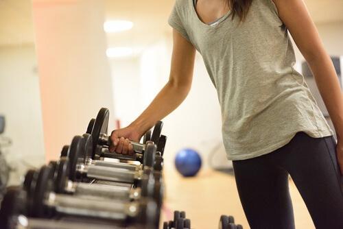 Ποιος είναι ο καλύτερος τρόπος για να γυμνάζεστε; Περισσότερα κιλά ή περισσότερες επαναλήψεις; Μύες