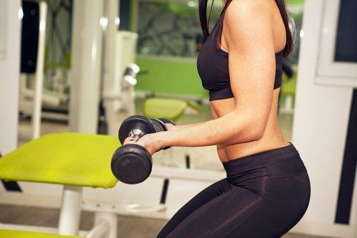 Περισσότερα κιλά ή περισσότερες επαναλήψεις; Πώς να γυμνάζεστε;