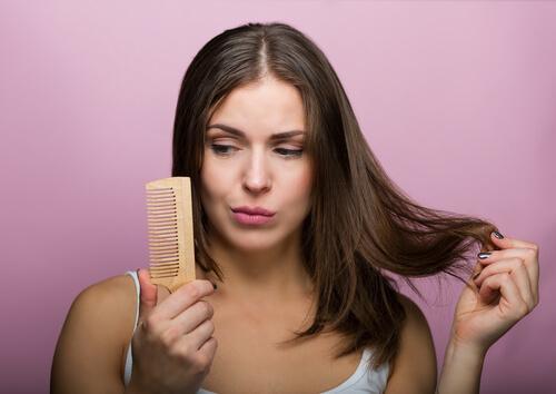 Σπιτικά σαμπουάν για κάθε τύπο μαλλιών, λιπαρά μαλλιά