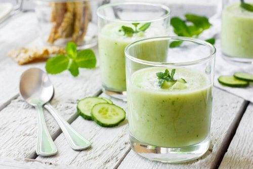 Τα οφέλη που έχει ο χυμός αγγουριού στην υγεία