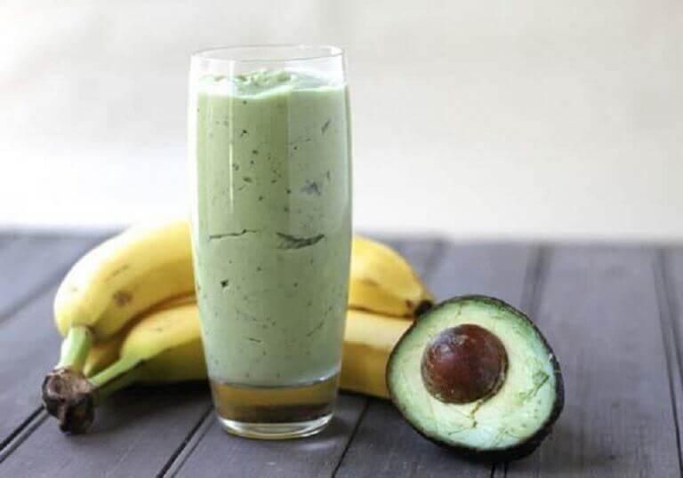 ροφήματα με πράσινο τσάι μπανανα και αβοκαντο