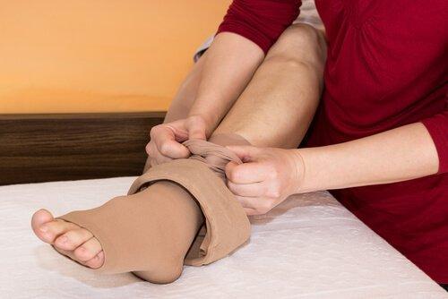την κατακράτηση υγρών με κάλτσες
