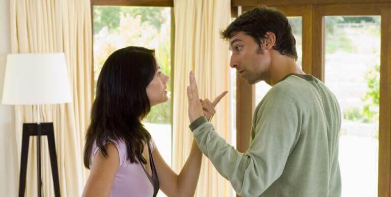 ζευγάρι που μαλώνει- αποτυχία σε μια σχέση