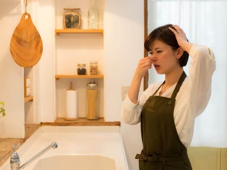 10 κόλπα για να απομακρύνετε τις δυσάρεστες οσμές από την κουζίνα