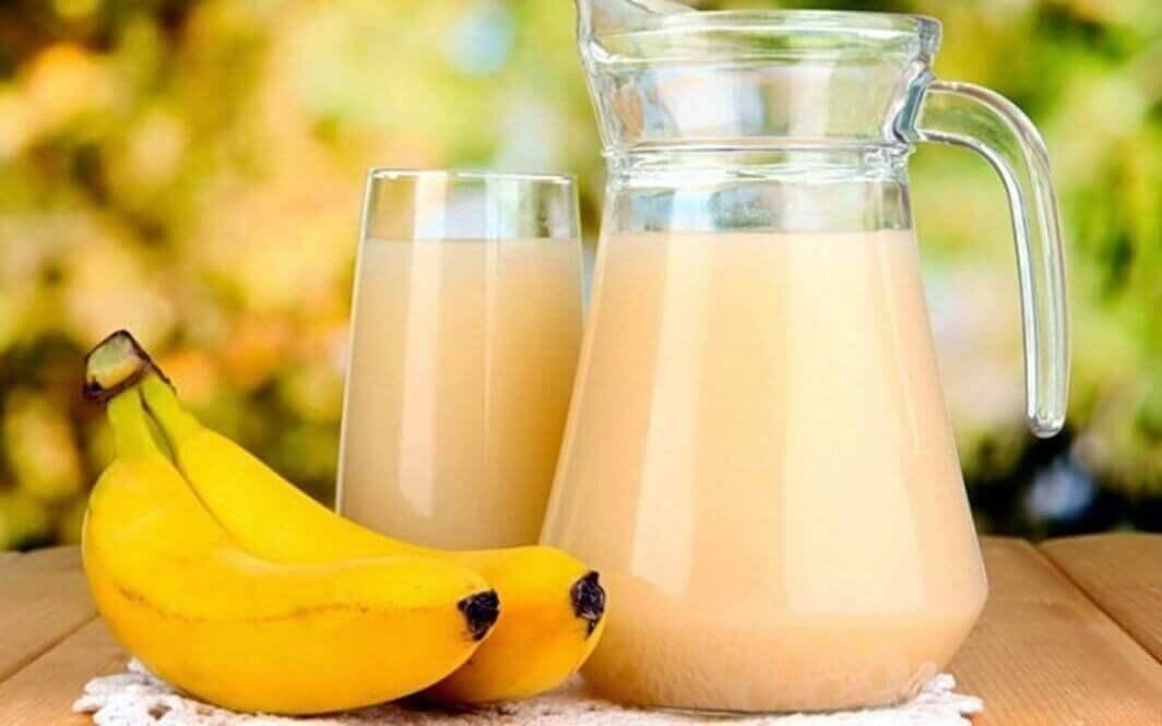 χυμός και μπανάνα