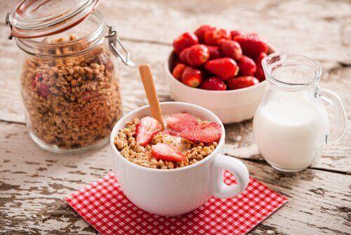 Φρούτα, καρποί και γάλα