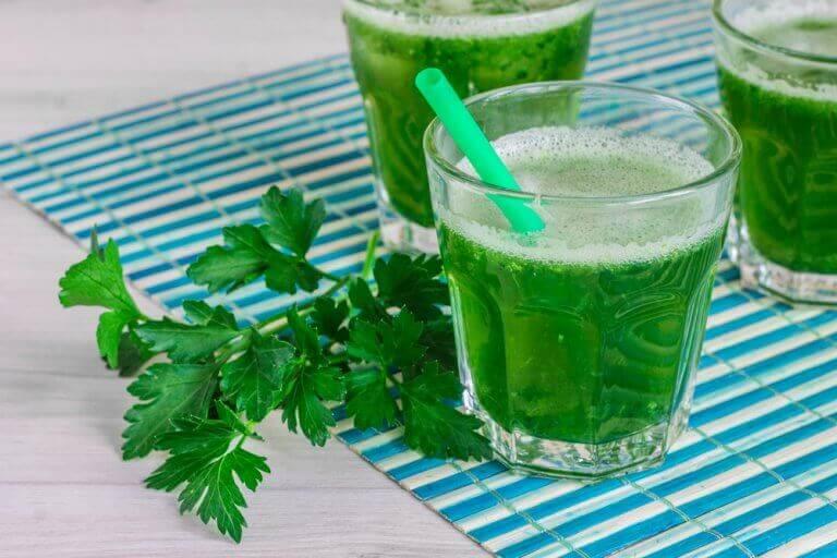 πρασινα σμούθι από μαϊντανό