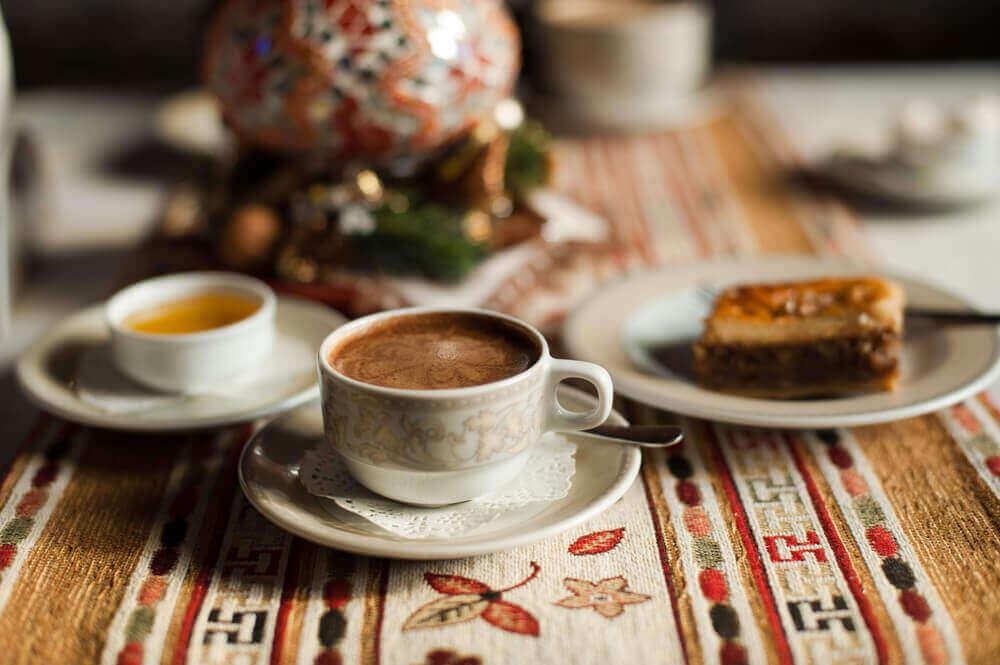 ελληνικός καφές και γλυκά