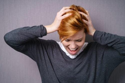 Συναισθηματική εξάντληση - Γυναίκα φωνάζει