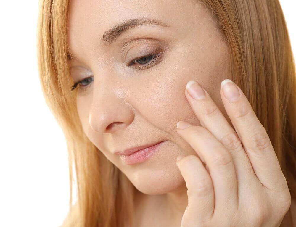 5 εκπληκτικοί τρόποι για να χρησιμοποιήσετε κάψουλες βιταμίνης Ε στο δέρμα σας, κρέμα αντιγήρανσης
