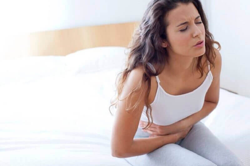 γυναικα με πονο στο στομάχι