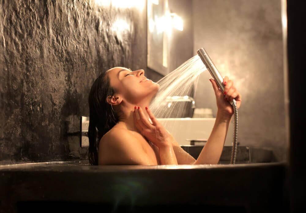 5 κόλπα για ν' απαλλαγείτε από τη μυϊκή συστολή, καυτά μπάνια