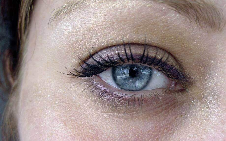 6 φυσικοί τρόποι για να μειώσετε τις σακούλες κάτω από τα μάτια, συμπτώματα