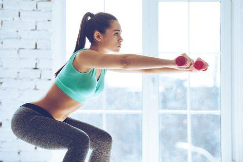 7 ασκήσεις για να μεταμορφώσετε το σώμα σας σε 4 εβδομάδες, καθίσματα