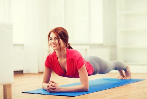 7 ασκήσεις για να μεταμορφώσετε το σώμα σας σε 4 εβδομάδες, κοιλιακοί και γλουτοί