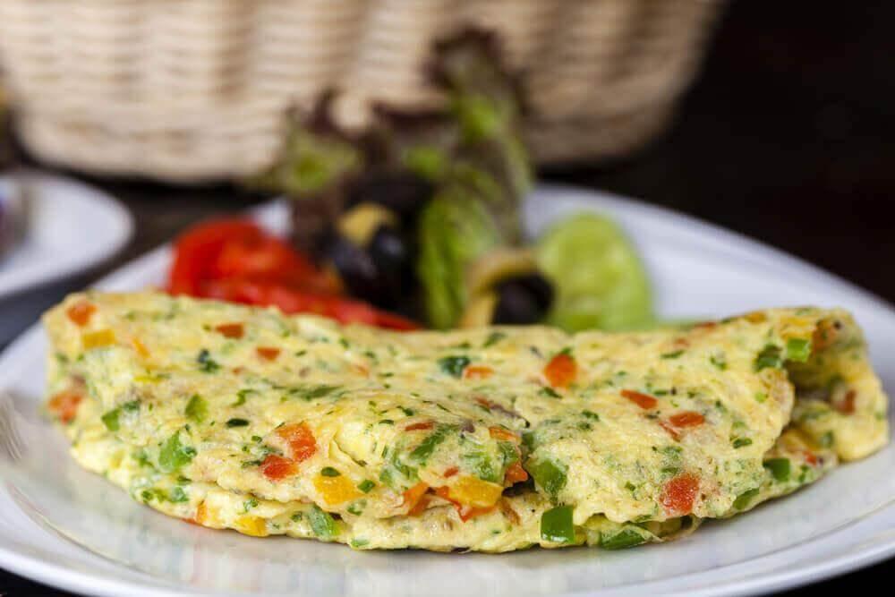 7 χορταστικά βραδινά γεύματα που θα σας βοηθήσουν ν' αδυνατίσετε, πράσινο σμούθι και ομελέτα