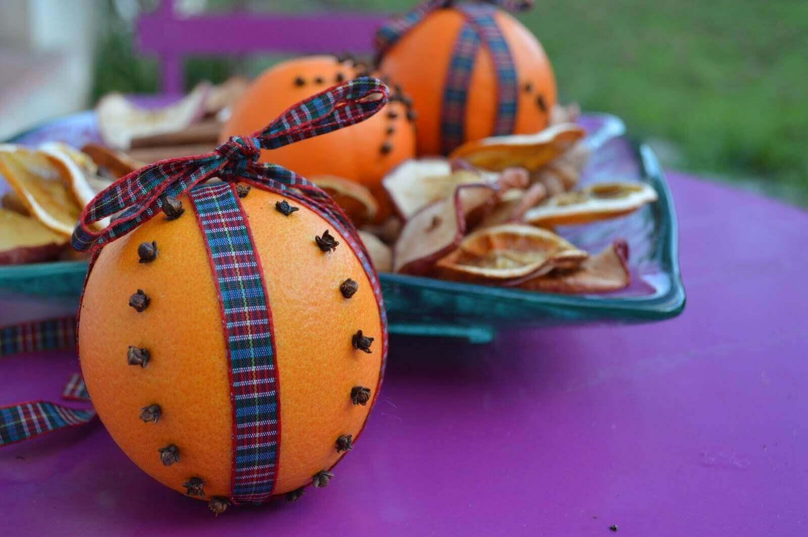 αρωματίστε το σπίτι γαρύφαλλο σε πορτοκάλι