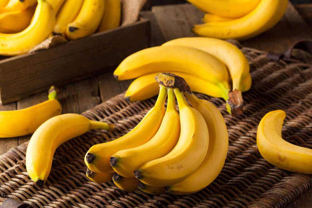 μπανάνα σε τσαμπί- Αν τρώτε δύο μπανάνες