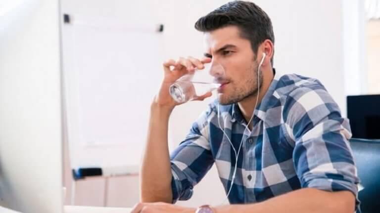 δίψα, διαβήτης, νερό ένδειξη για την ανίχνευση του διαβήτη