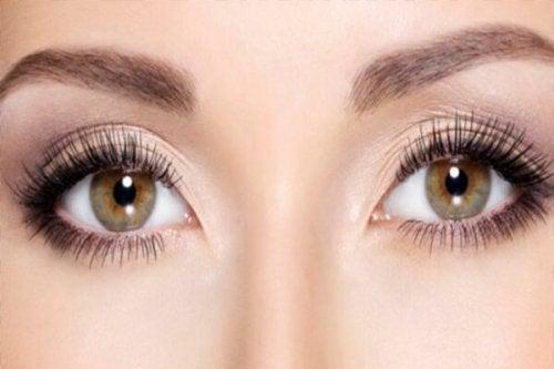 Τι είναι τα τσάκρα - Γυναικεία μάτια