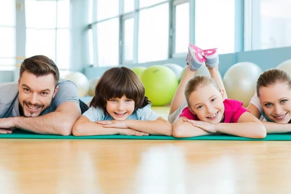 παιδιά στο γυμναστήριο