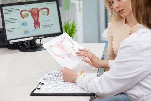 γυναίκα σε γυναικολόγο