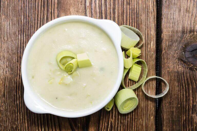 Κρεμώδης σούπα λαχανικών με πράσο