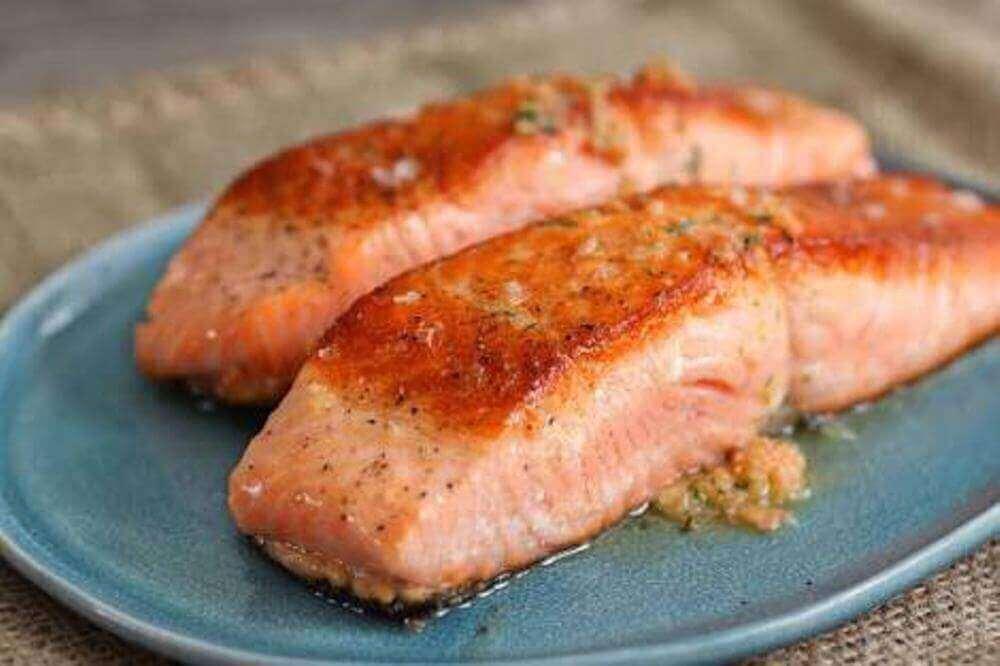 Τα λιπαρά ψάρια ανήκουν στις τροφές που χτίζουν μύες