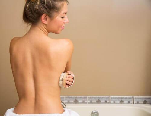 Εύκολο αδυνάτισμα - Γυναίκα κάνει μπάνιο