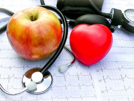 μήλο καρδιά και στηθοσκόπιο