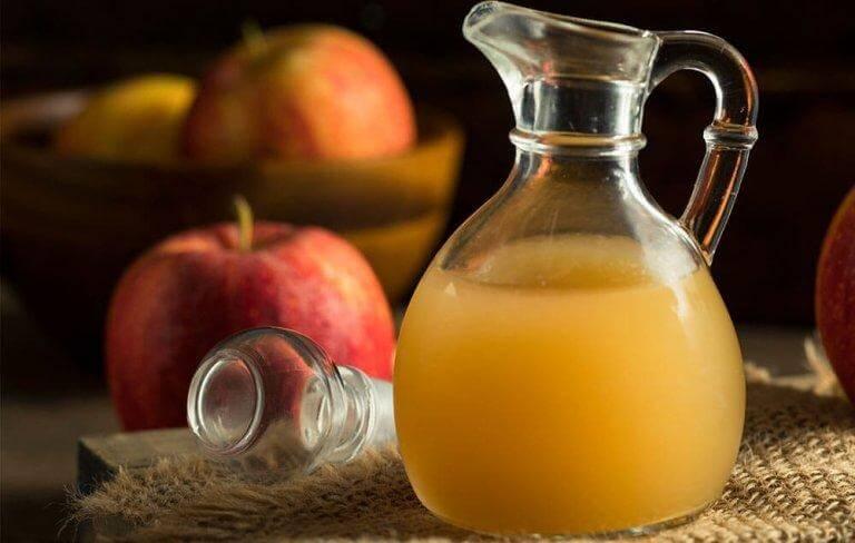 χυμός από μήλο σε κανάτα- θεραπείες για την επιπεφυκίτιδα