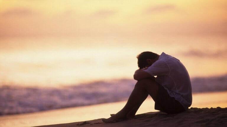 άντρας στο ηλιοβασίλεμα- Πνευματικά εργαλεία κατά της κατάθλιψης